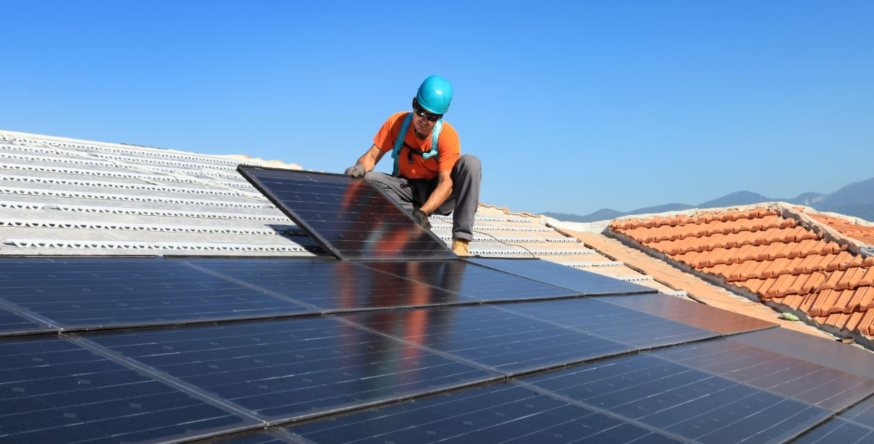 Choosing the Right Installer for Your Solar Panel System · HahaSmart